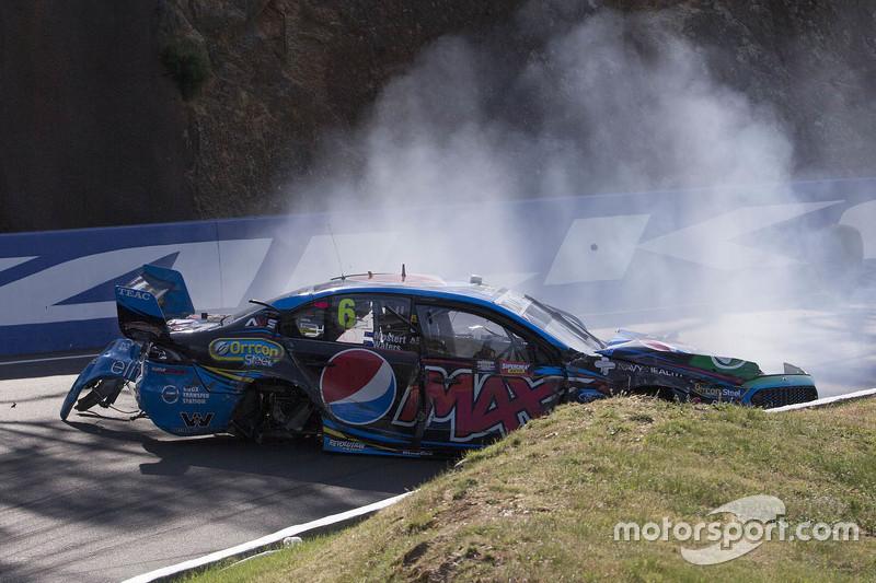 Unfall von Chaz Mostert, Prodrive Racing Australia, Ford