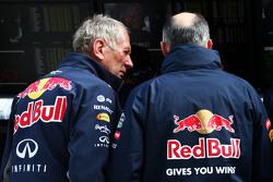 Dr Helmut Marko, Red Bull Motorsport Consultant met Franz Tost, Scuderia Toro Rosso teambaas
