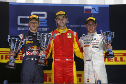 Podium: race winnaar Alexander Rossi, Racing Engineering, tweede Pierre Gasly, DAMS, derde Stoffel Vandoorne, ART Grand Prix