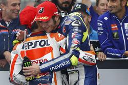 Race winnaar Dani Pedrosa, Repsol Honda Team en tweede Valentino Rossi, Yamaha Factory Racing
