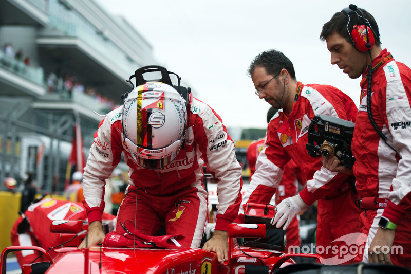 Sebastian Vettel, Ferrari SF15-T on the grid