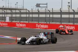 Valtteri Bottas, Williams FW37 voor Kimi Raikkonen, Ferrari SF15-T