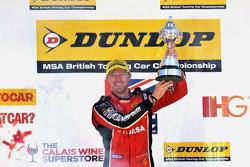 Gordon Shedden, Honda Yuasa Racing Honda Civic Type R celebrating winning the 2015 British Touring Car Championship
