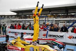 Победитель второй гонки - Антонио Джовинацци, Jagonya Ayam with Carlin Dallara Volkswagen