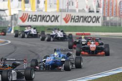 Nicolas Pohler, Double R Racing Dallara Mercedes-Benz and Julio Moreno, ThreeBond with T-Sport Dallara NBE