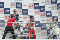 Гонка 1 подіум: друге місце Джейк Денніс та winner  Ленс Стролл та третє місцеФелікс Розенквіст, Prema Powerteam Dallara Mercedes-Benz