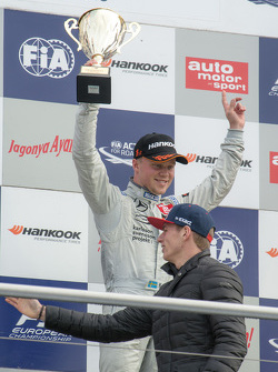 Carrera 3 ganador Felix Rosenqvist, Prema Powerteam Dallara Mercedes-Benz and Max Verstappen
