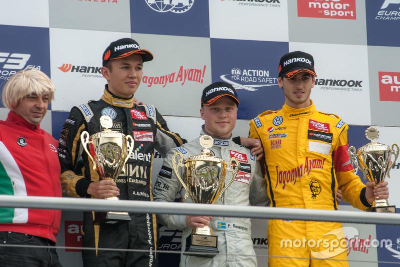 Гонка 3 подіум: друге місце Александер Албон, Signature Dallara Volkswagen та ПереможецьФелікс Розен