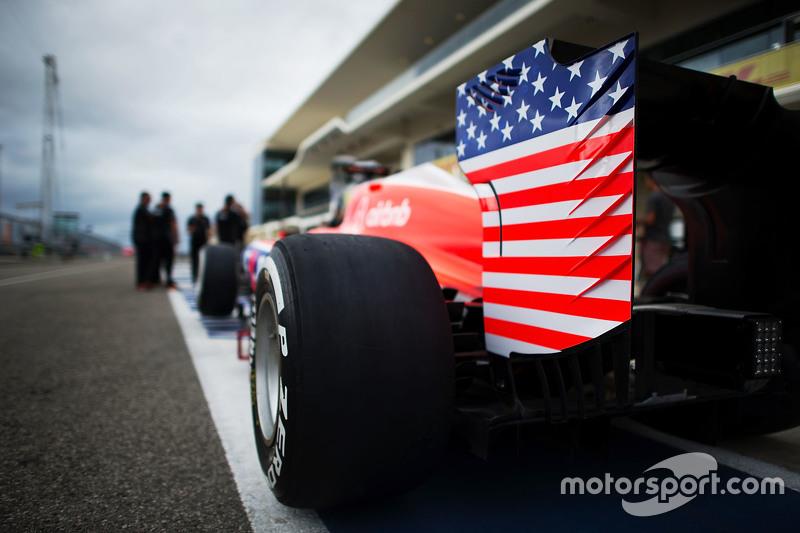 Alerón trasero Manor F1 Team con las barras y las estrellas de la bandera