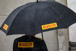 Pirelli paraplu in de regen