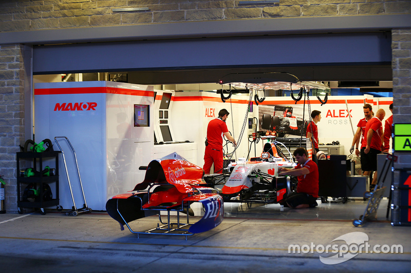 Alexander Rossi, Manor Marussia F1 Team pit garage. 22.10.2015. Formula 1 World Championship, Rd 16, United States Grand Prix, Austin, Texas, USA, Preparation Day. - www.xpbimages.com, EMail: requests@xpbimages.com - copy of publication required for printed pictures. Every used picture is fee-liable. © Copyright: Batchelor / XPB Images