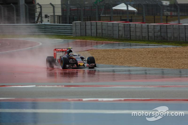 Карлос Сайнс мол., Scuderia Toro Rosso STR10 широко заїхав