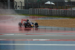 Carlos Sainz Jr, Scuderia Toro Rosso STR10 runs wide