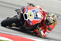 marquez tips ducati to win races in 2016