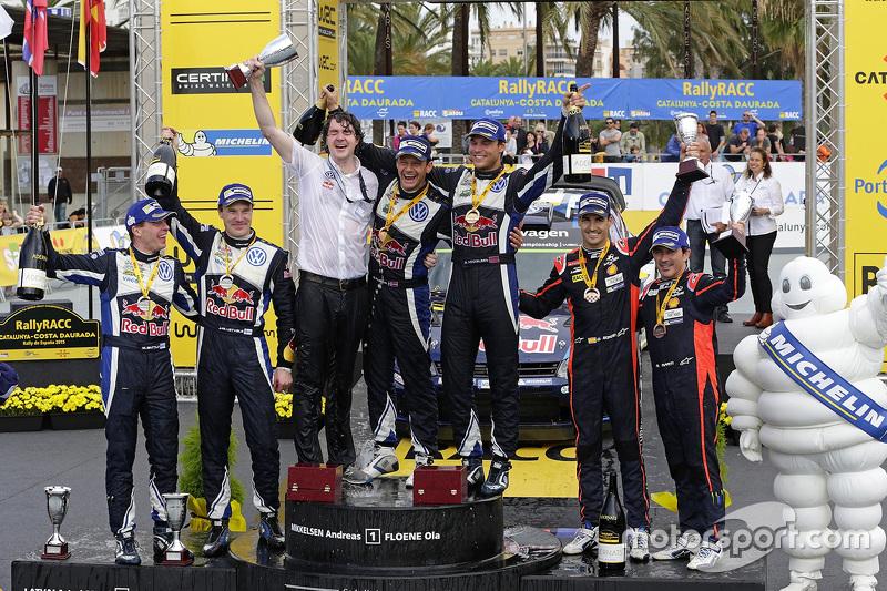 Podium: winners Andreas Mikkelsen and Ola Floene, Volkswagen Motorsport, second place Jari-Matti Lat
