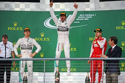 Podio: ganador de la carrera Lewis Hamilton, Mercedes, segundo lugar Nico Rosberg, Mercedes y el ter
