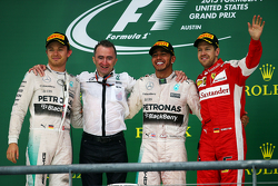 Podium: Second place Nico Rosberg, Mercedes AMG F1, Paddy Lowe, Mercedes AMG F1 Executive Director, Race winner and World Champion Lewis Hamilton, Mercedes AMG F1, and third place Sebastian Vettel, Ferrari