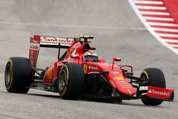 Kimi Raikkonen, Ferrari SF15-T con l'ala anteriore rotta