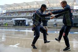 Даниэль Риккардо, Red Bull Racing и Даниил Квят, Red Bull Racing танцуют