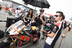 Stefan Bradl, Aprilia Racing Team Gresini with grid girl