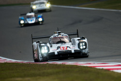 #17 Porsche Team Porsche 919 Hybrid: Timo Bernhard, Mark Webber, Brendon Hartley