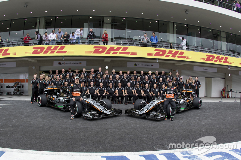 Ніко Хюлкенберг, Sahara Force India та Серхіо Перес, Sahara Force India Team на командній фото