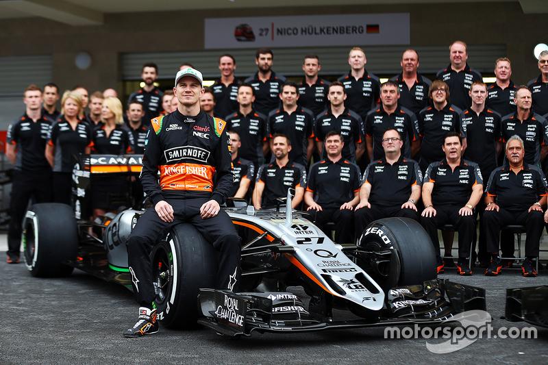 نيكو هلكنبرغ، فورس إنديا في صورة مع الفريق