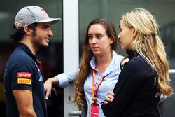 Карлос Сайнс мл., Scuderia Toro Rosso и Кармен Хорда, пилот по разработке Lotus F1 Team