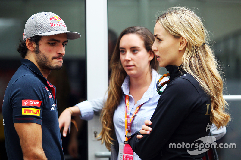 Carlos Sainz Jr., Scuderia Toro Rosso con Carmen Jordá, Lotus F1