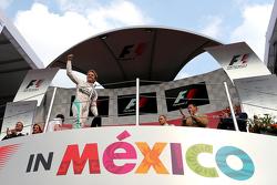 Podium: Race winner Nico Rosberg, Mercedes AMG F1 W06