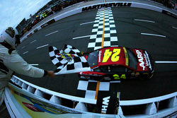 Jeff Gordon, Hendrick Motorsports Chevrolet takes the win
