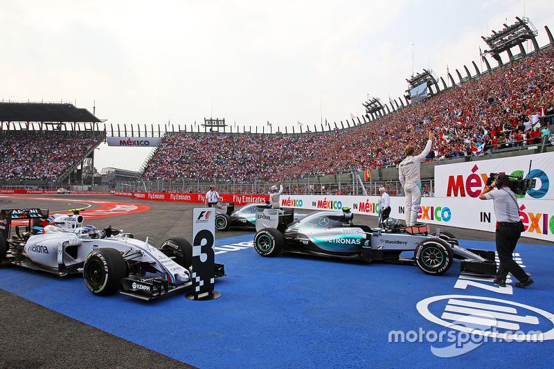 Race winner Nico Rosberg, Mercedes AMG F1 W06 celebrates in parc ferme