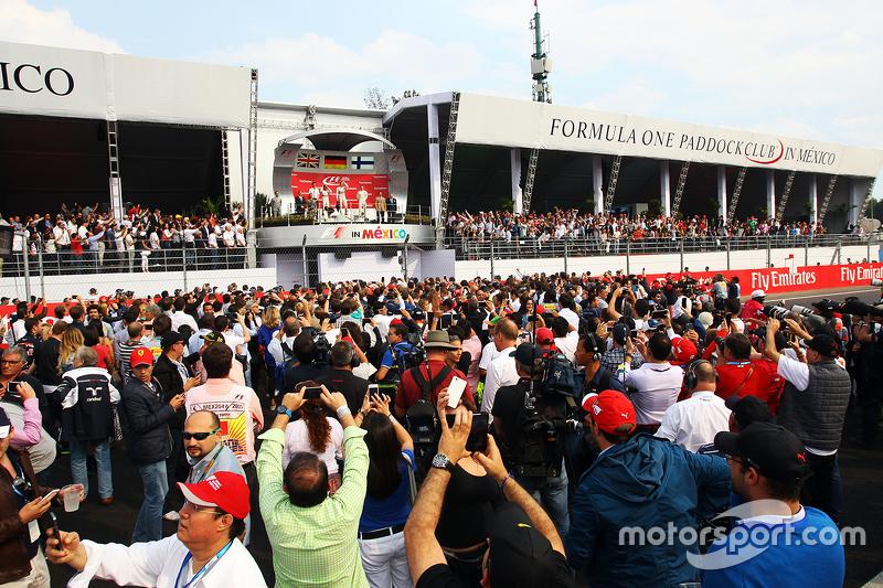Podium: Second place Lewis Hamilton Mercedes AMG F1, Andrew Shovlin, Mercedes AMG F1 Engineer, Race