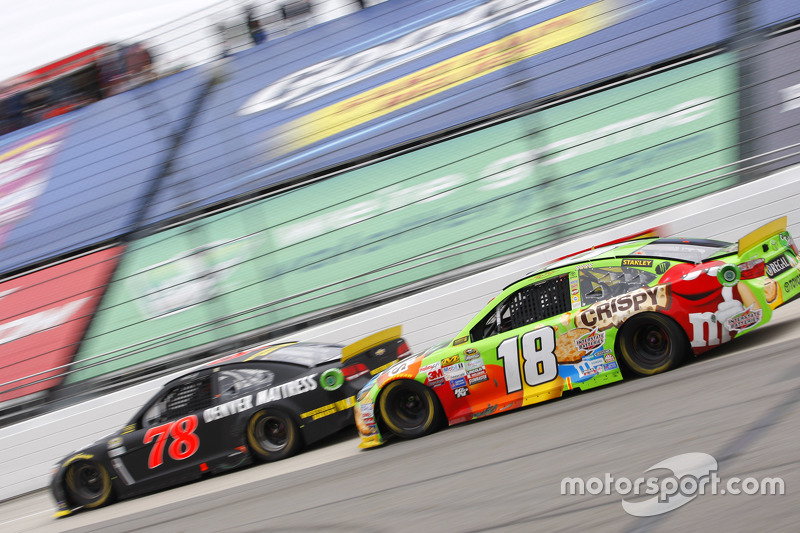 Мартін Труекс мол., Furniture Row Racing Chevrolet та Кайл Буш, Joe Gibbs Racing Toyota