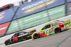 Martin Truex Jr., Furniture Row Racing Chevrolet et Kyle Busch, Joe Gibbs Racing Toyota