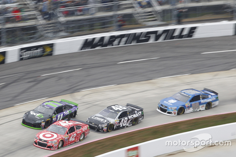 Kyle Larson, Chip Ganassi Racing Chevrolet and Jamie McMurray, Chip Ganassi Racing Chevrolet1 and Ji