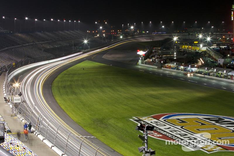 Wild lights in the Daytona trioval