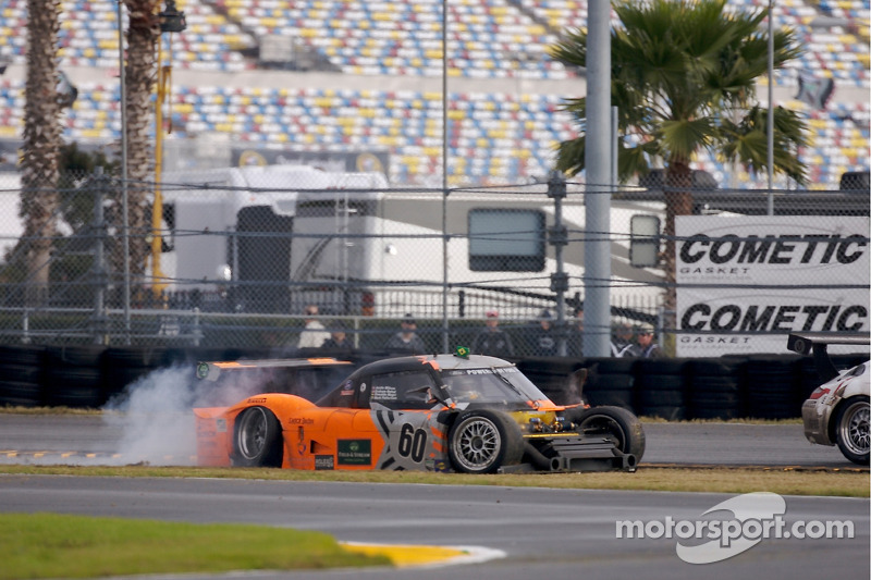 #60 Michael Shank Racing Ford Riley: Oswaldo Negri, Mark Patterson, Graham Rahal, Justin Wilson spins out of control