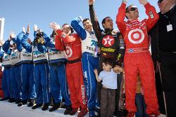 Memo Rojas, Juan Pablo Montoya, Dario Franchitti, Chip Ganassi and team members celebrate win