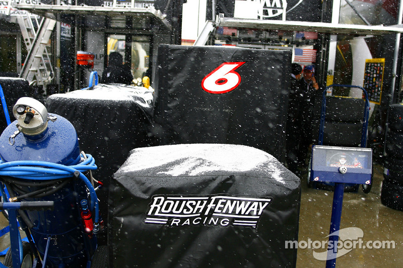 A rare snow event halts the mornings activities at atlanta for Events at atlanta motor speedway
