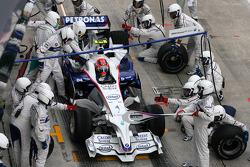 Robert Kubica, BMW Sauber F1 Team during pitstop