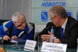 Semen Yakubov and Vyacheslav Fetisov