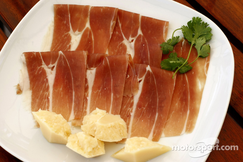 Renault F1 drivers training in Bahrain: parma Ham