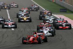 Start: Felipe Massa, Scuderia Ferrari, F2008 and Robert Kubica, BMW Sauber F1 Team, F1.08