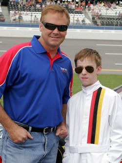 Mike Wallace watches qualifying action with a young fan