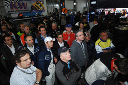 Marcel Tiemann and Timo Bernhard watch the race on television with the Manthey team
