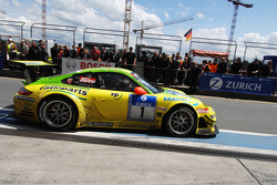 Boxenstopp: #1 Manthey Racing, Porsche 911 GT3 RSR: Timo Bernhard, Marc Lieb, Romain Dumas, Marcel Tiemann