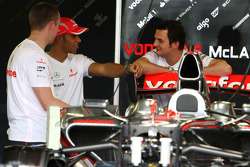 Lewis Hamilton, McLaren Mercedes, chats with mechanics and Engineers