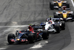 Sebastian Vettel, Scuderia Toro Rosso leads Robert Kubica, BMW Sauber F1 Team