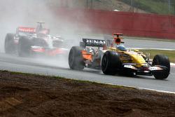 Fernando Alonso, Renault F1 Team leads Heikki Kovalainen, McLaren Mercedes
